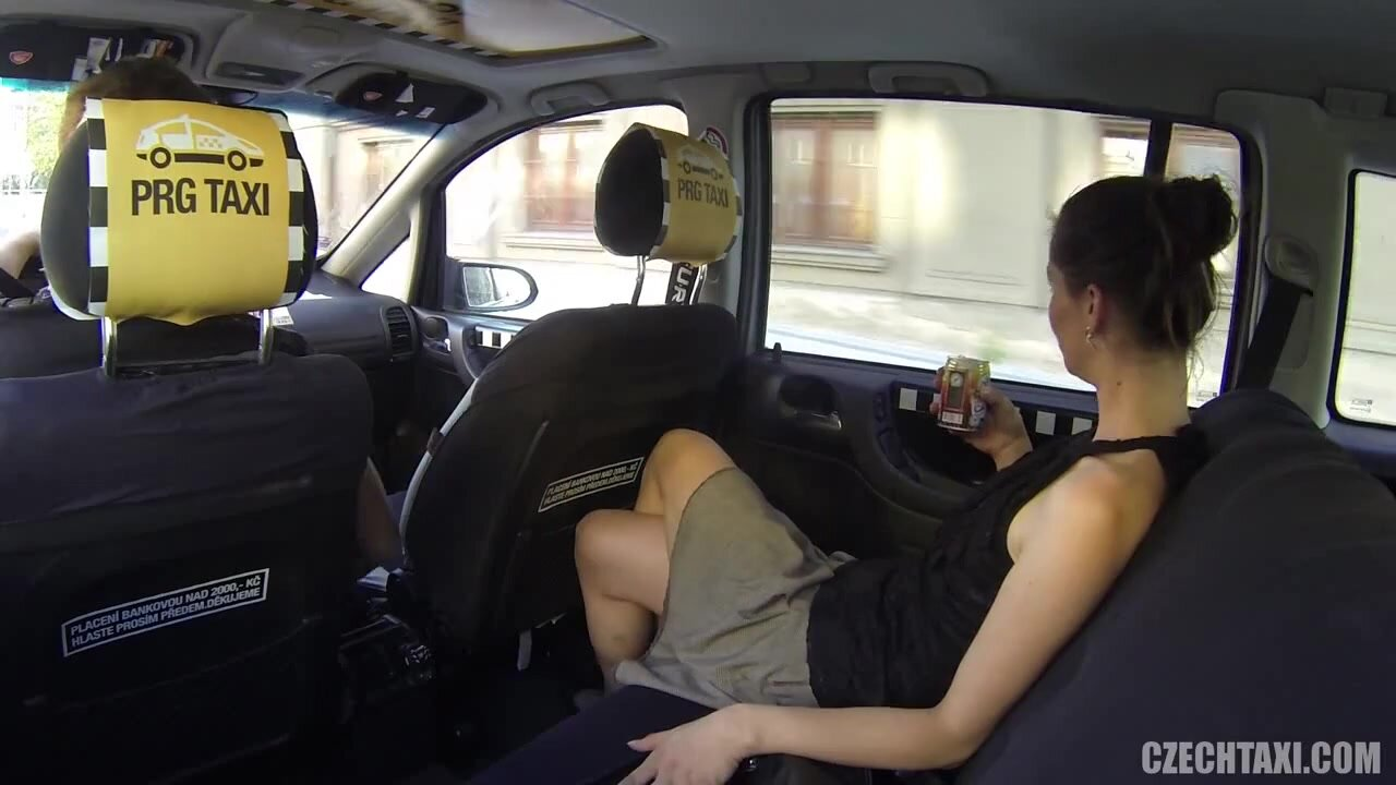 Crazy Action In Taxi - Samantha Bee