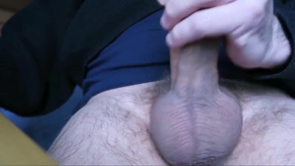 Hand job in close-up! 2
