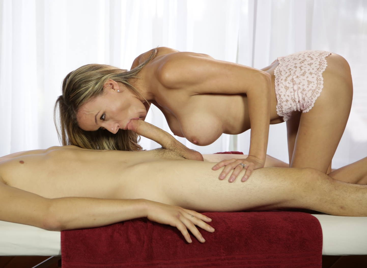 Masseuse performs sloppy oral massage on clients big cock